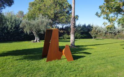 Escultura en jardín